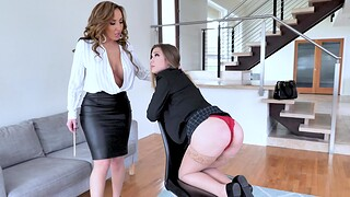 Busty MILF Richelle Ryan moans space fully acquiring licked by guileful Avery Cristy