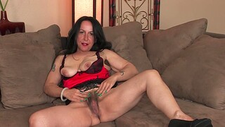 Kinky MILF Nina Swiss loves badinage with the brush hairy pussy on the couch