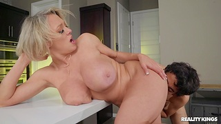 Well-endowed MILF Dee Williams gets cum in mouth after passionate fucking