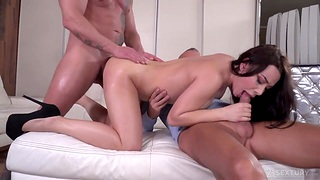 Regina Sparks gets copy penetrated after sucking two heavy cocks