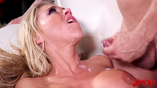 Ill-tempered blonde wife Katie Morgan calls her fuckbuddy be incumbent on a quickie